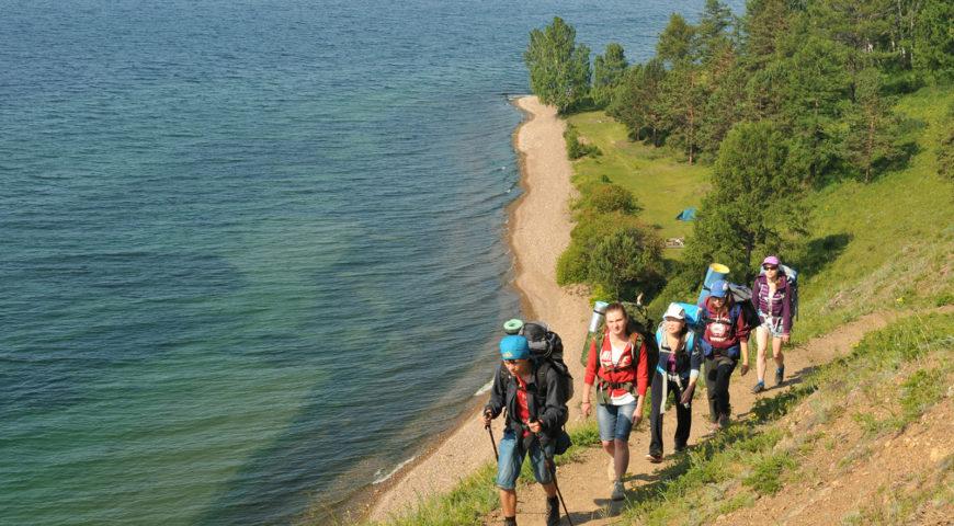 туристы на тропе Листвянка - Большие Коты, Прибайкальский национальный парк