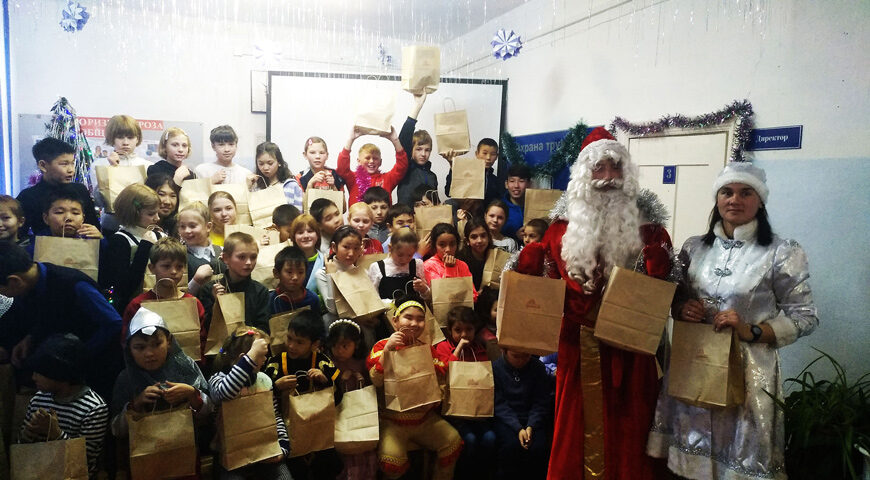191224-1-00-gifts-for-children